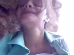 वेबकेम के सामने फुदकती हुई हिंदी हद सेक्सी मूवी लड़की